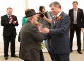 В День Победы ветеранам в Калуге вручили ключи от квартир